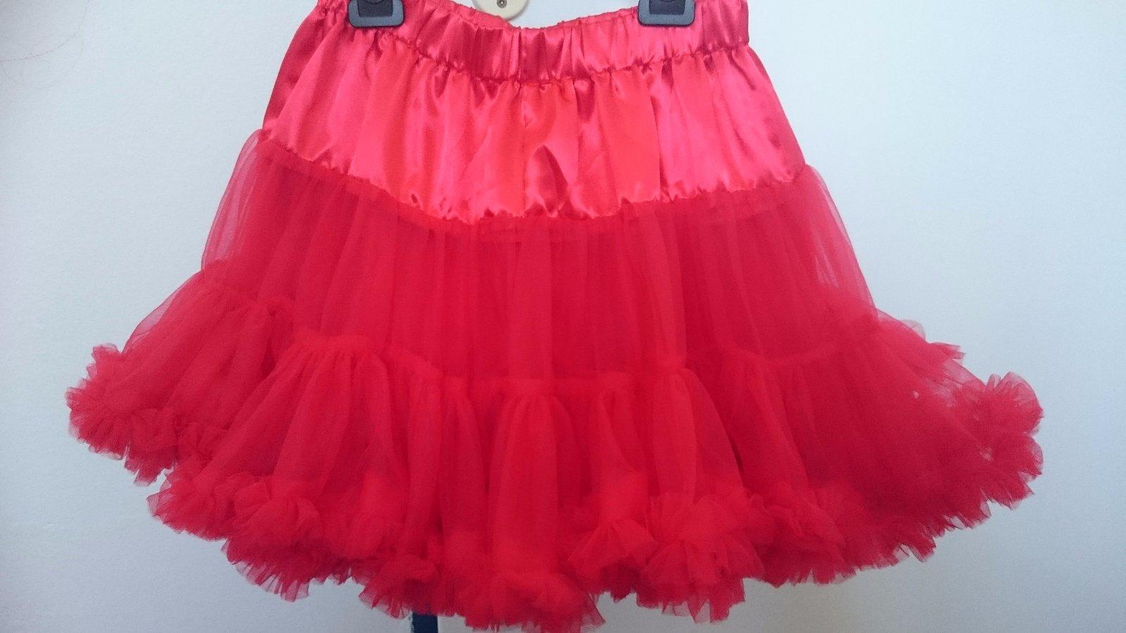 Nenosená červená suknička pre malú parádnicu - Obrázok č. 4