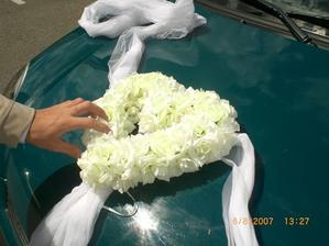 srdíčko na autí nevěsty