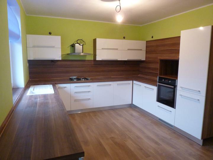 Inšpirácie - pacila by sa mi nejaka svieza farba v kuchyni, napr aj takato zelena :o)