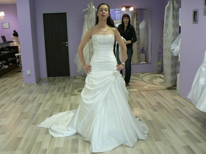 Svatební šaty - tyto jsou krásné ale nebylo to ono