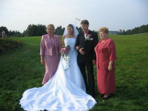 maminka nevěsty a babička ženicha