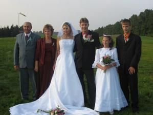 Svědek nevěsty s rodinou - bez nich by to nešlo..
