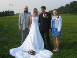 Svědkyně ženicha s manželem - také nepostradatelní..