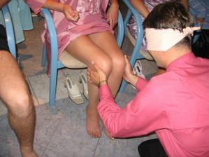 Podle nohou mě nepoznal :-( málem si vybral svou tchyni :-)
