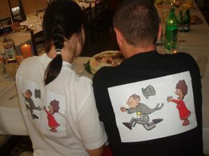 ...detail triček zezadu...
