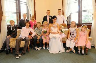 S nejmladšími účastníky svatby