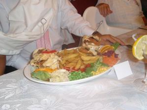 I hlavní jídlo bylo na jednom talíři