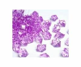 Fialové krystalky na stůl máme