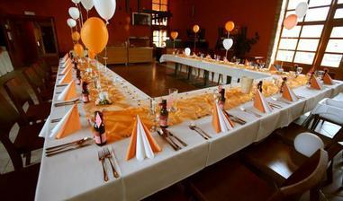 Takhle tam vypadají svatby. My samozřejmě budeme mít výzdobu ve fialové :-))