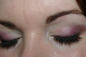 Dnešní zkouška líčení - očička budou asi takhle, neměla jsem na zkoušce moc makeupu, ani čas to dnes pořádně vyfotit, takže jsem to fotila po celém dni, ale je fajn, že vydrží ;) Byla jsem spokojená, tak to asi zůstane takhle.