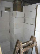 14/02/08...pokracujeme...pohled do budouciho wc