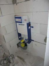 15/02/08...modul pro zavesne wc je na zdi...voda i odpady napojeny