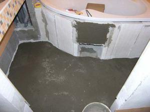 ...a vyrovnana podlaha v koupelne.