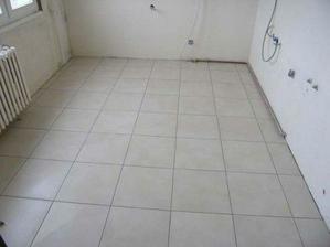 08/03/08...zasparovana podlaha v kuchyni...
