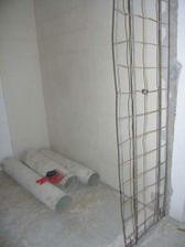 26/03/2008...vybourane skrine na chodbe a vytrhane lino