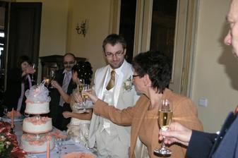 Svatební přípitek..