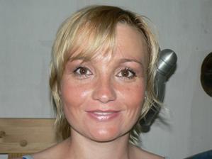 zkouska liceni - po kosmetice, ignorujte mastne vlasy a lesklou plet :-)