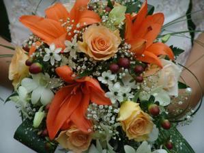 Kyticka byla nadherna i presto, ze ji uvadal jeden kvet lilie...