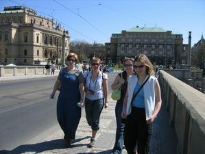 Přes Karlův most jsme to vzdaly tak se šlo vedlejším