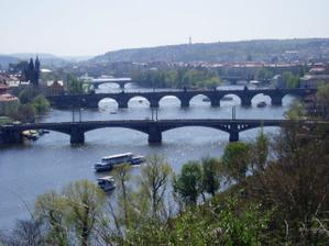 ...to je mostů...