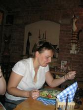 Bíba se snaží najíst :o)))