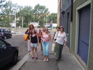 vpředu zleva - Mišička,Iviska, Kochi, vzadu zleva- Petrula, Nikieda, Koma