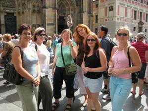 Sari a jeji skupinka pred chramem Sv.Vita ;-)