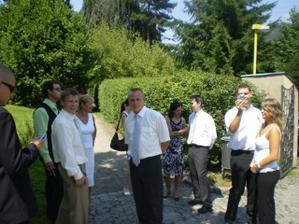 všichni jen čekali až odjede předešlá svatba