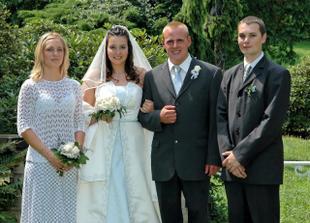 novomanželé a svědkové