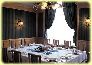 """V tomto saloniku budeme mat nedelny obed """"po"""", iba s rodicmi:))"""