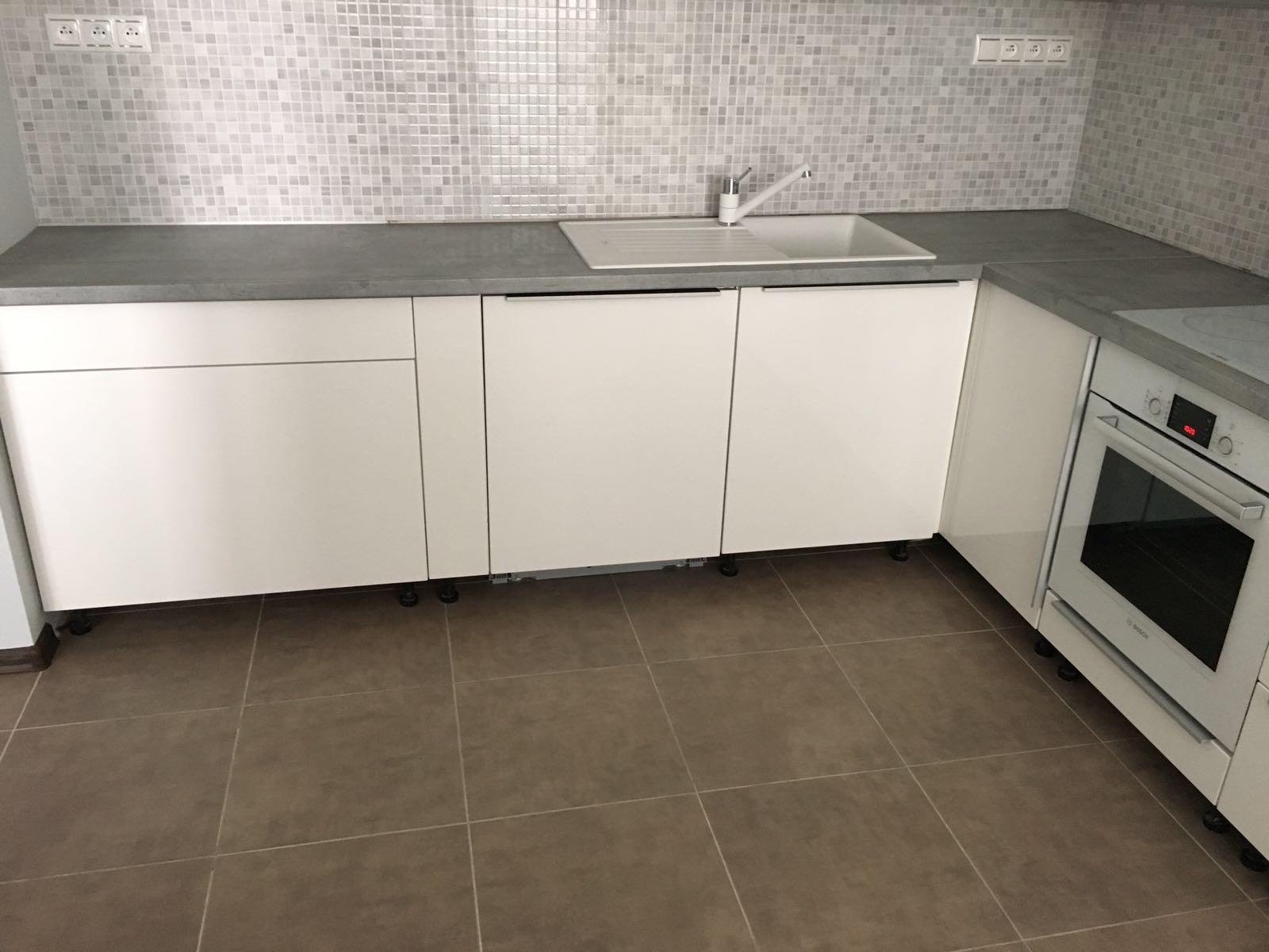 Náš domov :-) - Biela kuchynka, to bol vzdy moj sen :-)