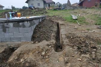 výkop na dešťovou kanalizaci