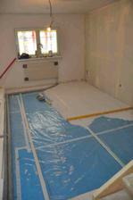 poslední část podlahy v obýváku