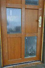 13 den a naše rozbité vstupní dveře, ach jo