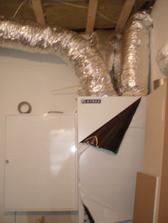 Rekuperace a centrální rozvaděč podlahového vytápění, také v pracovně.