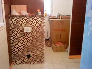 13. den: dolní koupelna obložená