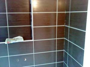 Horní koupelna vyspárovaná