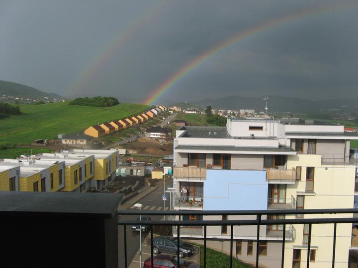 Výhled z terasy:-) Na té louce vlevo pak začal Rýmařov stavět domečky a to nás posunulo v rozhodnutí:-)