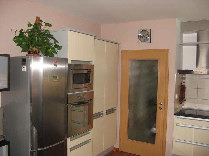 Pokračování kuchyně - potravinová skříň atd.