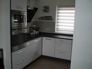 Kuchyň konečně zabydlená, jenom pořád nevím kam s kytkama:-) a ještě nějaké drobnosti, jiné kořenky atd.
