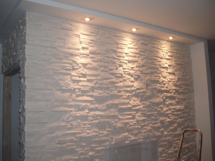 Kuchyň a postupné zabydlování - Osvětlení naší obložené stěny