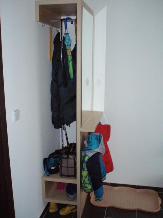 Kuchyň a postupné zabydlování - Věšák z původního bytu.