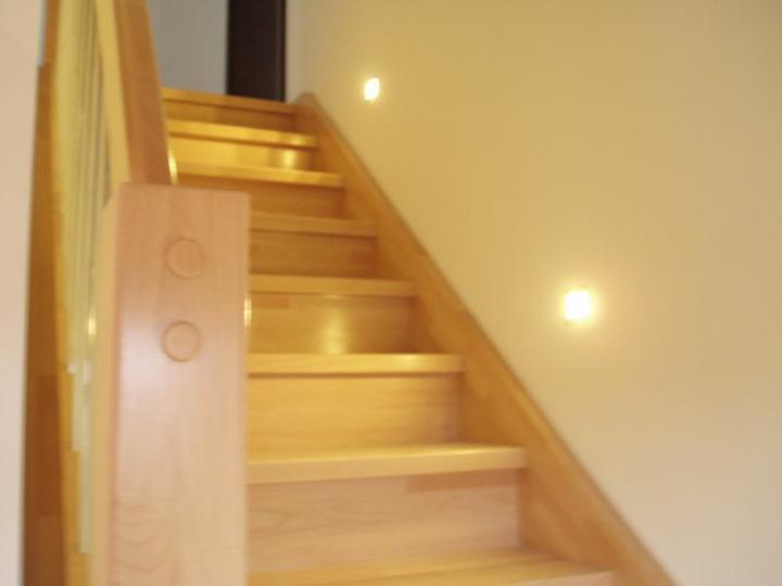 Kuchyň a postupné zabydlování - Osvětlení schodů