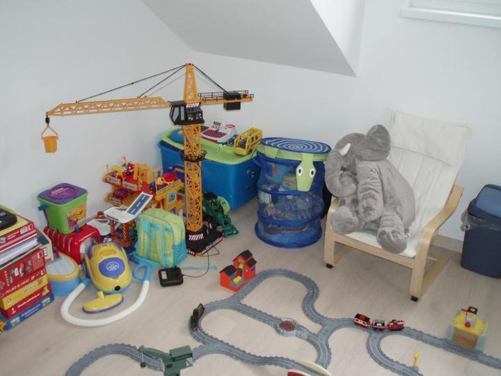 Kuchyň a postupné zabydlování - Hračky není kam dávat:-)