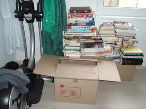 """""""Knihovna"""" v pokoji pro hosty, ta na mě čeká zítra:-)"""