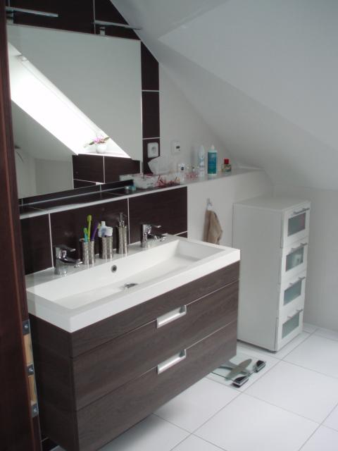 Kuchyň a postupné zabydlování - Zabydlená horní koupelna.