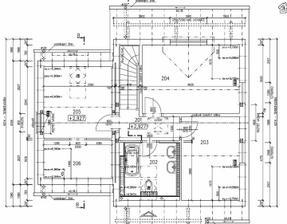 Horní patro je téměř bez úprav, v největším pokoji bude ložnice se šatnou.