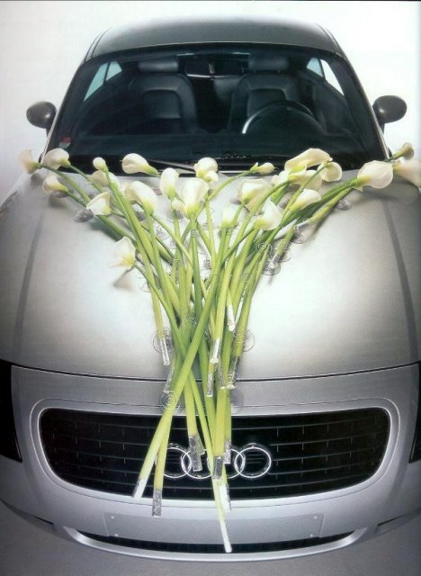 Nádherné kytky i auto