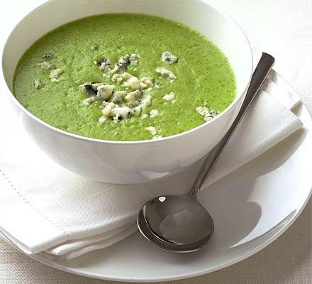 JÍDLO - inspirace - vegetariánská Polévka č. 1 – brokolicová s modrým sýrem http://www.bbcgoodfood.com/recipes/4886/broccoli-and-blue-cheese-soup