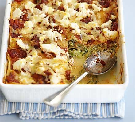 JÍDLO - inspirace - vegetariánský Hlavní chod – Krémové cuketové lasagne http://www.bbcgoodfood.com/recipes/4716/creamy-courgette-lasagne